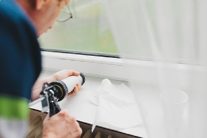 Fixing cool air leak by applying sealant