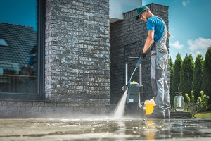 Commercial Pressure Washing cleaning in front of the house