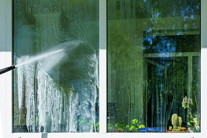 window cleaning with high pressure for pressure washing vs power washing